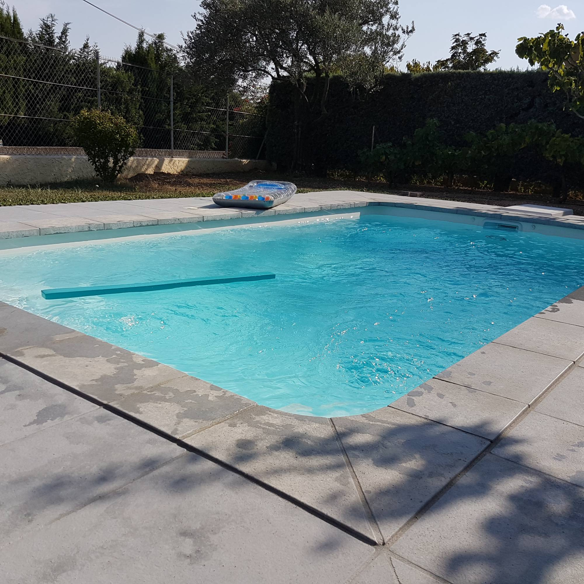 vente de piscines france piscines composites coque polyester marseille ferr piscines. Black Bedroom Furniture Sets. Home Design Ideas