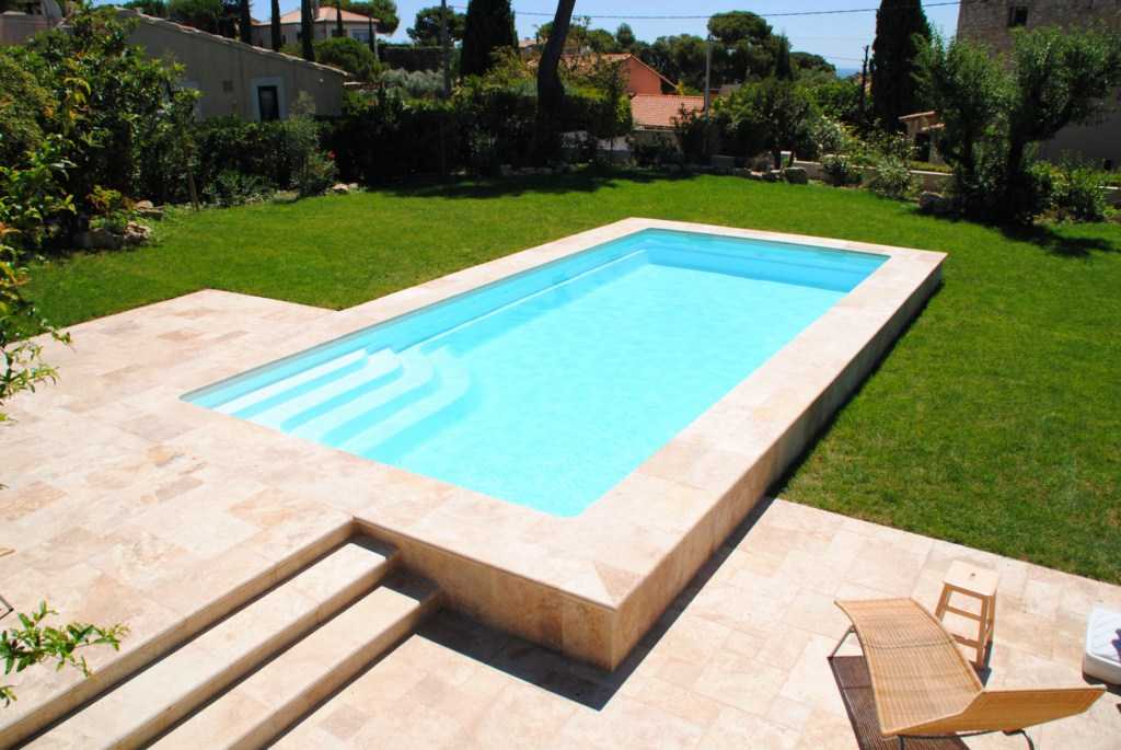 Construction de piscine allauch et marseille ferre for Piscine coque polyester hors sol