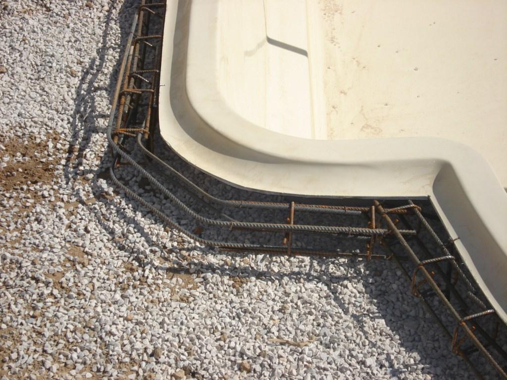 Ferraillage de la ceinture b ton de la piscine en coque for Ceinture beton piscine