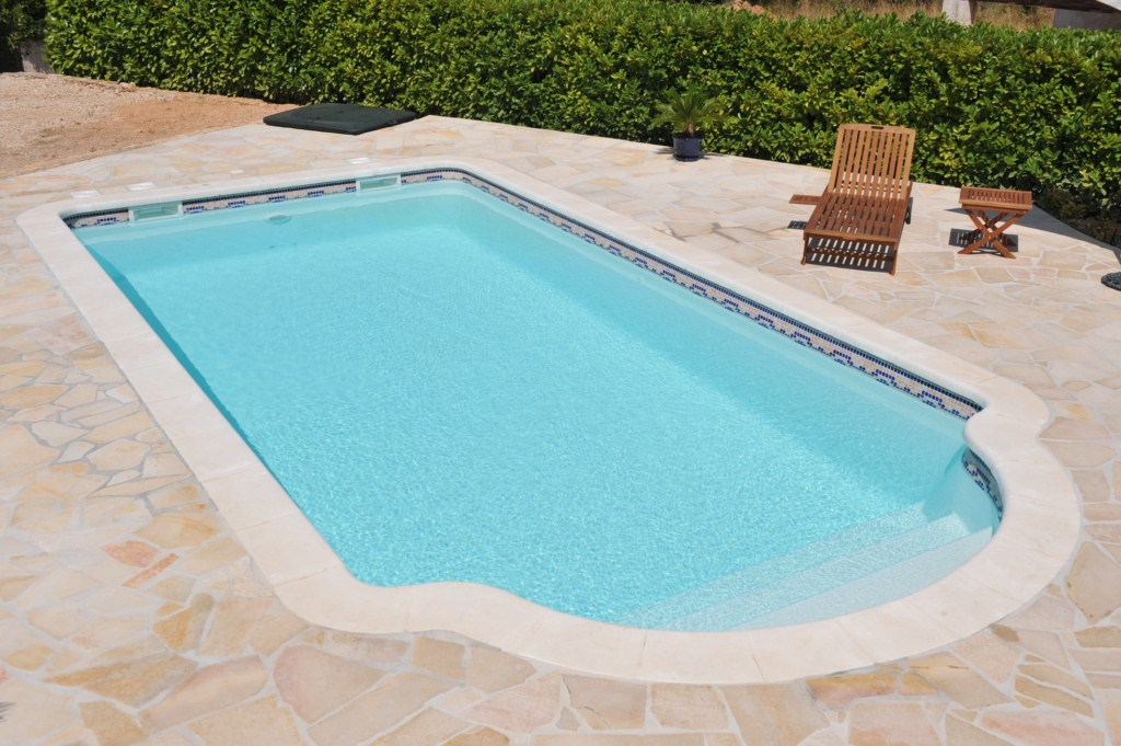 Renovation piscine motifs frise ferre piscines for Liner arme piscine prix