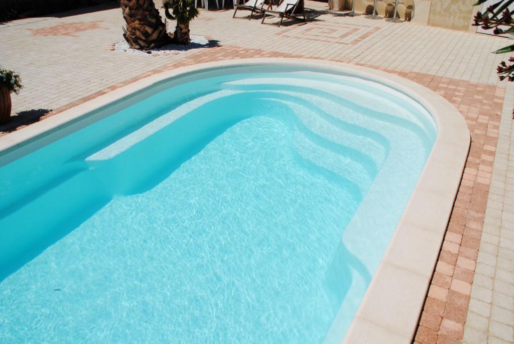 Piscine kit polyester axeo 700 avec bloc filtrant nos for Bloc filtrant piscine