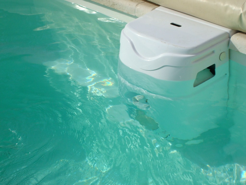 Coque polyester axeo 800 avec bloc filtrant nos piscines for Bloc filtration piscine enterre