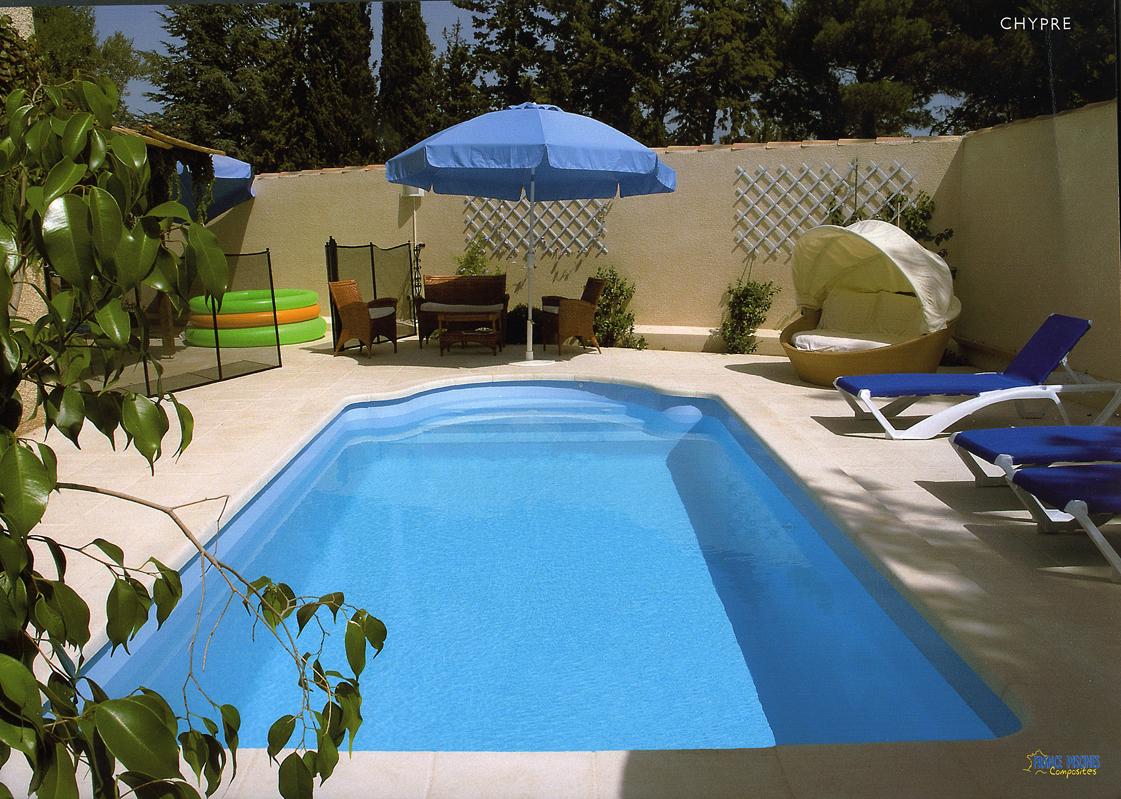 Piscine coque polyester axeo 670 bf nos piscines for Constructeur piscine coque