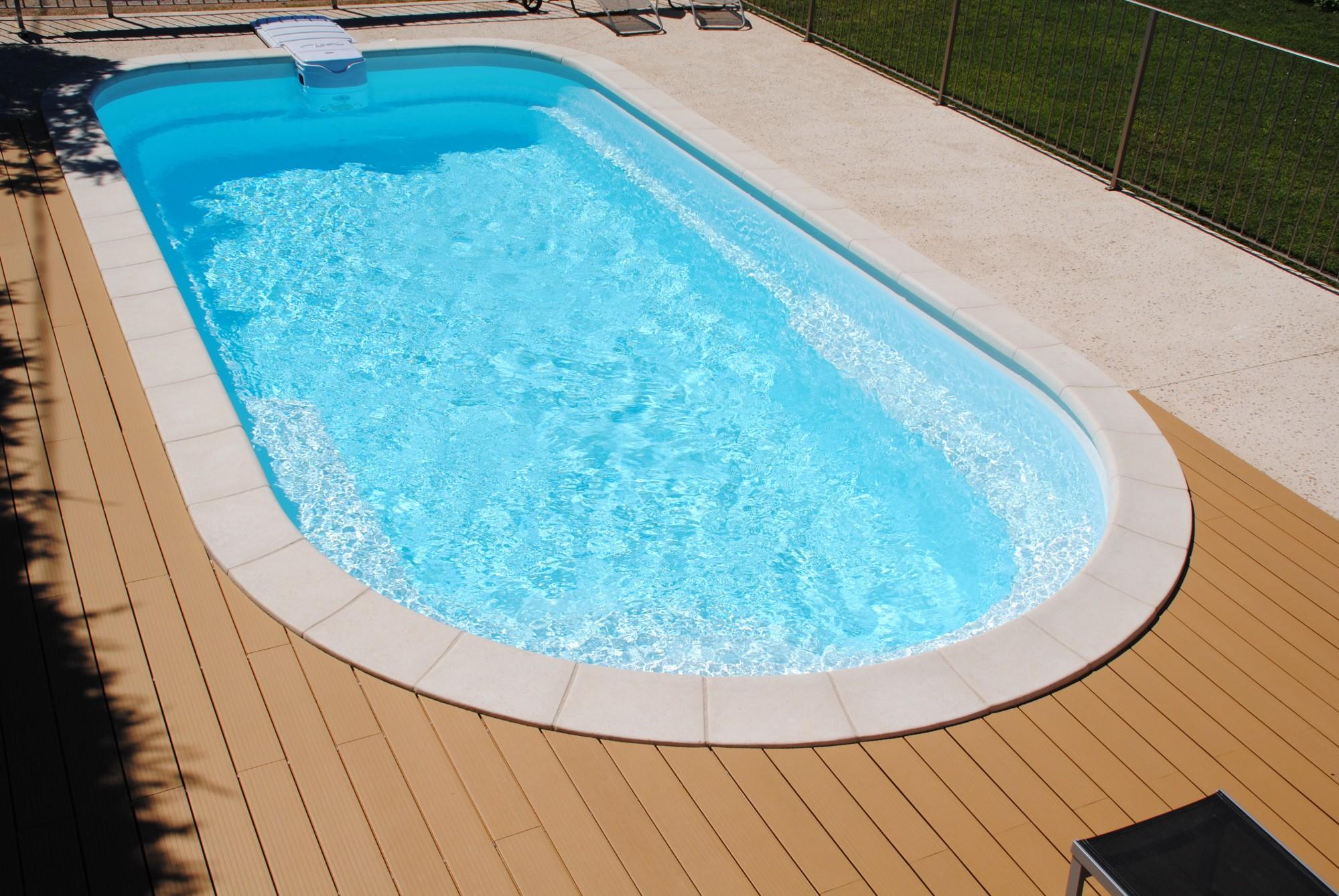 Vente de piscines axeo coque polyester marseille ferr for Bloc filtrant piscine