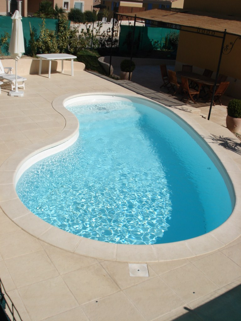 Coque polyester kit seychelles france piscines composites for Coque polyester