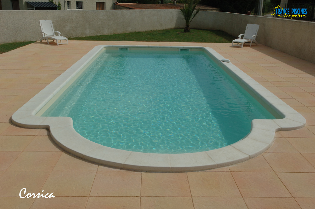 Piscine coque polyester corsica france piscines composites for Piscines coques prix