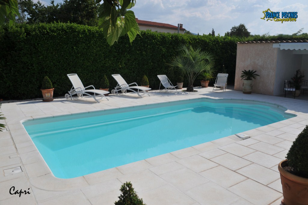 Piscine coque polyester capri france piscines composites for Construire une piscine en dur