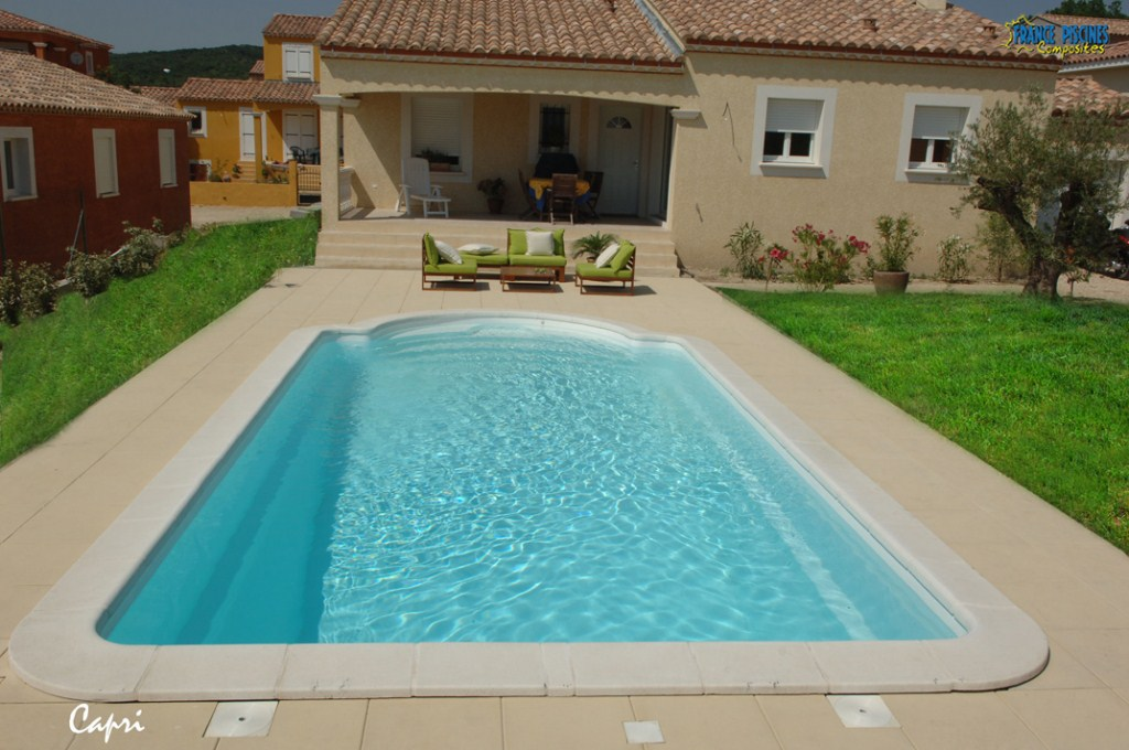 Piscine coque polyester capri france piscines composites for Constructeur piscine coque