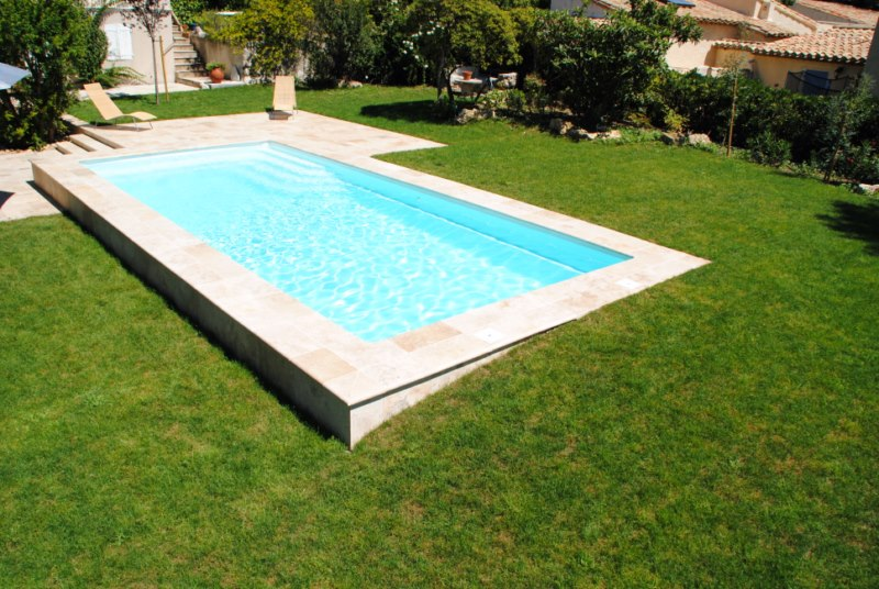 Piscine kit coque polyester rectangulaire feroe france for Piscine coque blanche