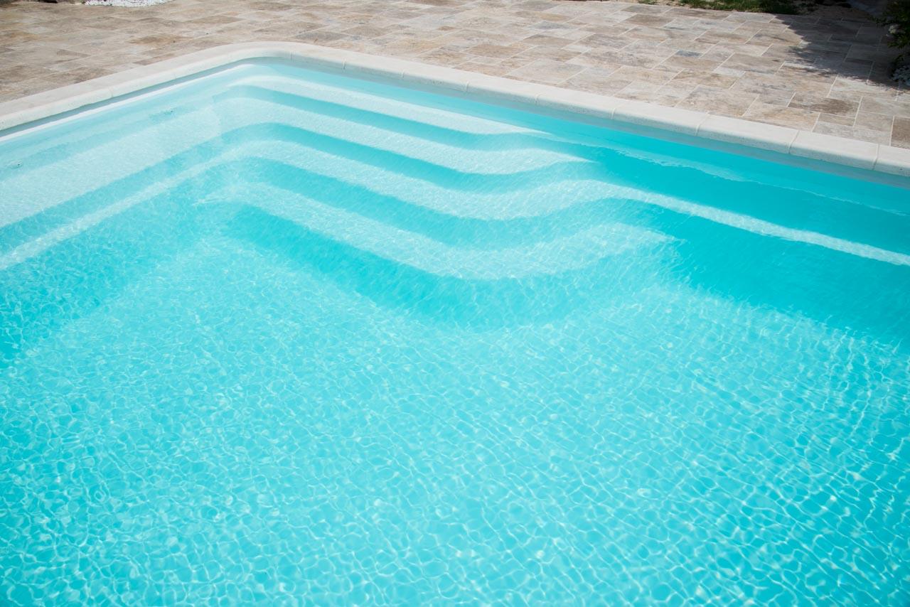 D coration prix piscine magiline 9x4 11 villeurbanne for Piscine coque polyester angers