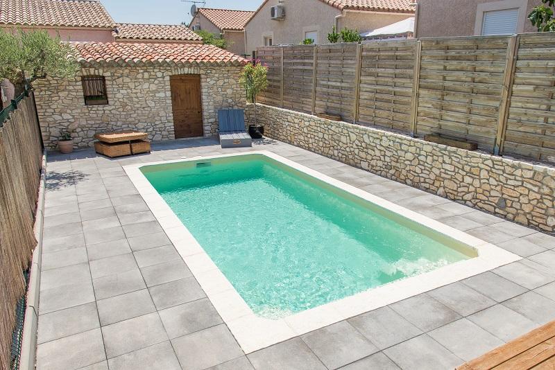 Piscine kit coque polyester sicile france piscines for Prix piscine monocoque