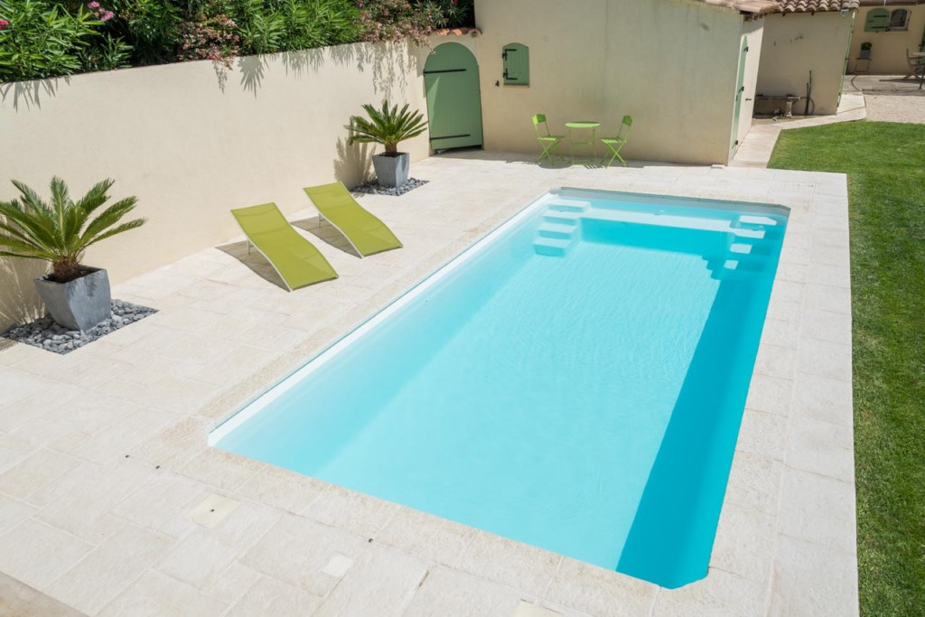 Renovation piscine coque polyester la valentine marseille for Coque piscine polyester