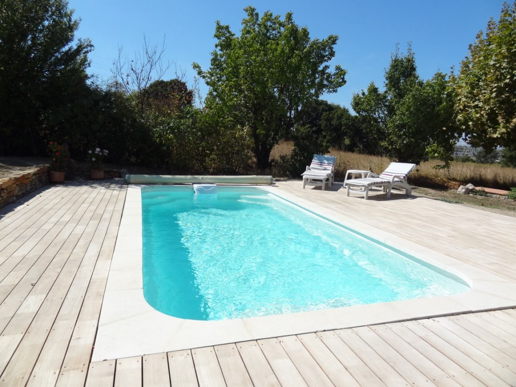 Piscine polyester rectangulaire r600ft nos piscines for Constructeur piscine coque