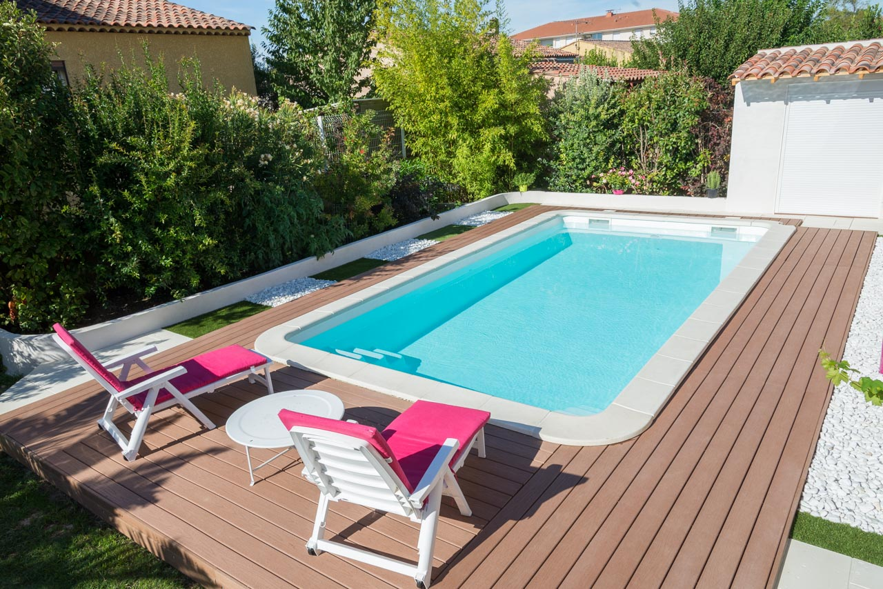 Pose de piscines en coque polyester sur allauch et ses for Constructeur piscine coque