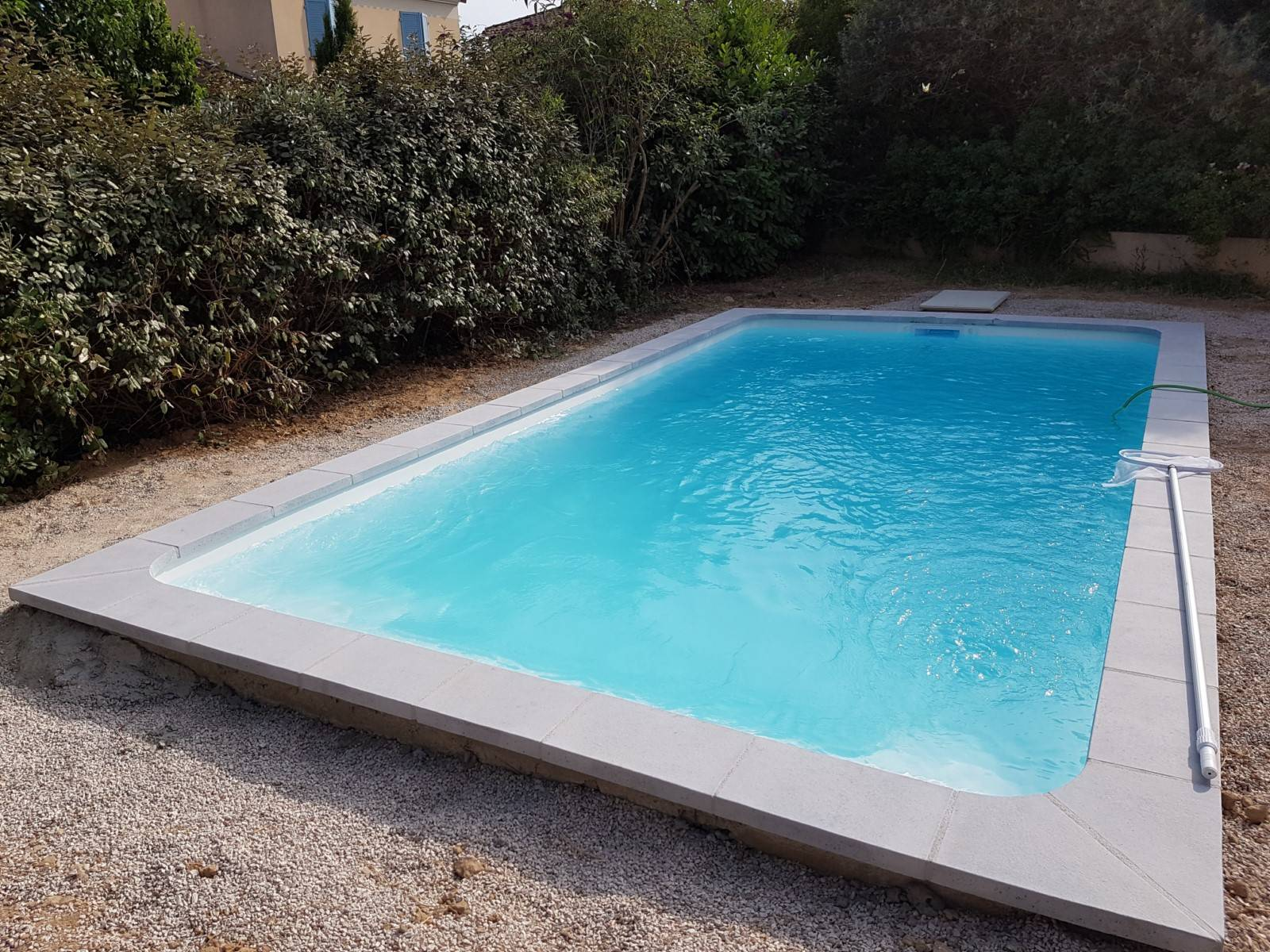 Coque polyester kit acores france piscines composites for Piscine coque kit