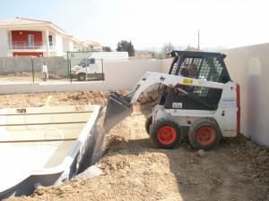 Remblaiement de la piscine en coque polyester france for Ceinture beton piscine coque