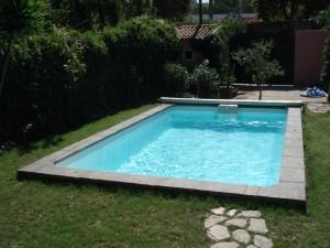 piscine en coque polyester axeo 570 avec bloc filtrant ferr piscines. Black Bedroom Furniture Sets. Home Design Ideas