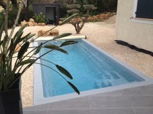 Mini piscine avec escalier et banquette Ferré Piscines 13190