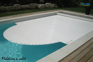 Piscine kit coque polyester MALDIVES avec Volet Immergé France Piscines Composites